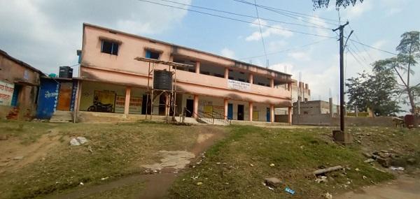 सुकरीगढ़ा पंचायत के उत्क्रमित उच्च विद्यालय की नहीं बनी अब तक चार दिवारी