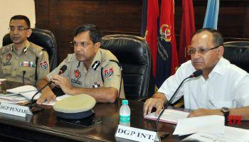 पंजाब पुलिस द्वारा पाक-समर्थक रैकेट का पर्दाफाश, विदेशी हथियार और ड्रग मनी बरामद :  BSF के सिपाही  4 व्यक्ति गिरफ्तार