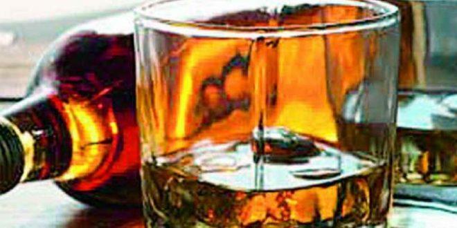ज़हरीली शराब : पंजाब पुलिस द्वारा 2 भगौड़े गिरफ़्तार, पिता-पुत्र की जोड़ी द्वारा 13 और संदिग्धों की पहचान